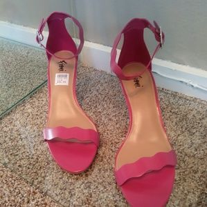 Fioni heels hot pink nwt no box